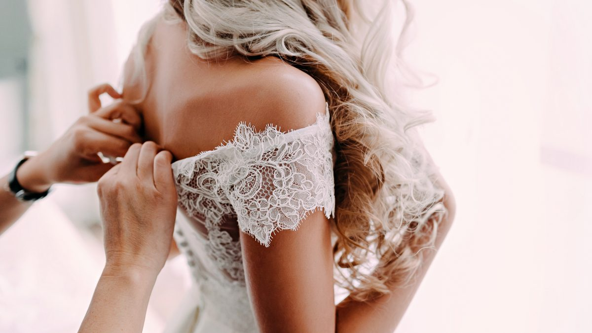 perfect spray tan glow before your wedding day